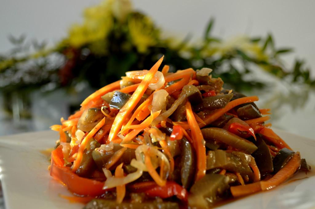 Баклажаны с морковкой и перцем на зиму